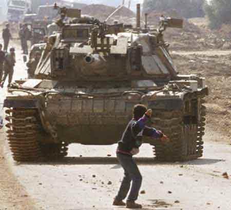palestine-boy-tank
