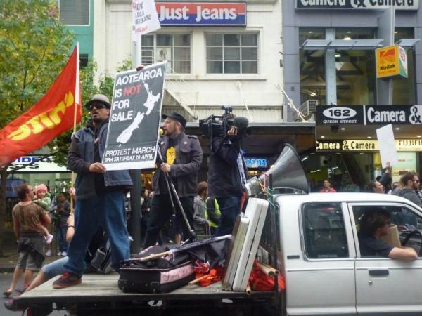 flag, truck, placard 2