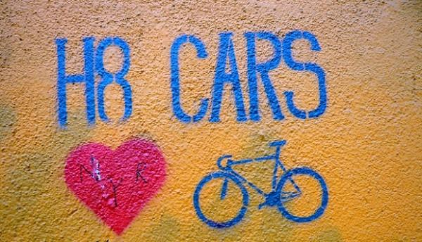 hate-cars-heart-bike-graffiti-flickr-svennevenn