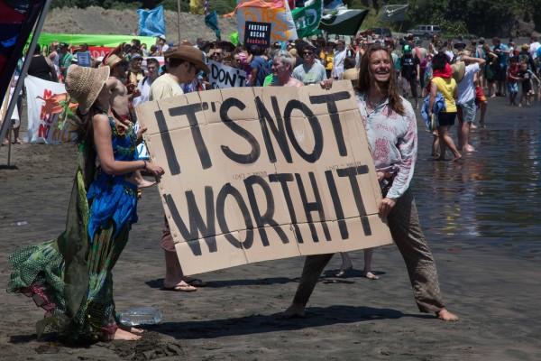 Piha-no-oil-sea-drilling-protest-17