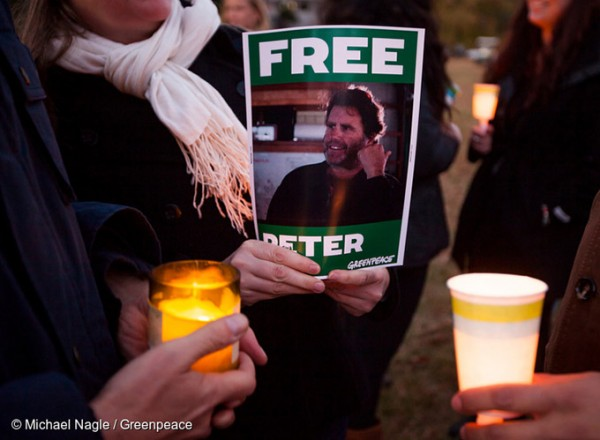 FLASHBACK TO 2013: A sign calling for the release of Peter Willcox, captain of the Arctic Sunrise, being held during a candlelight vigil in Norwalk where the Willcox family were campaigning for his freedom. Image: Greenpeace