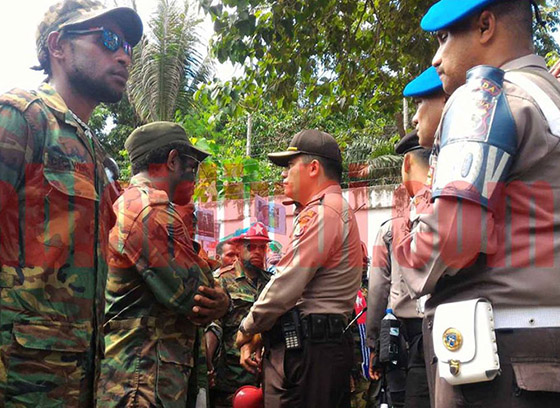 West Papua National Committee members facing Indonesian police in the Jayapura demonstration. Image: Yuliana Lantipo/Jubi